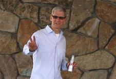 Apple CEO Tim Cook attends the Allen & Co Media Conference in Sun Valley, Idaho July 11, 2012. REUTERS/Jim Urquhart