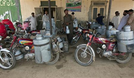 Milkmen gather outside a distribution point in Sahiwal, located in Punjab province, August 14, 2012. REUTERS/Mian Khursheed