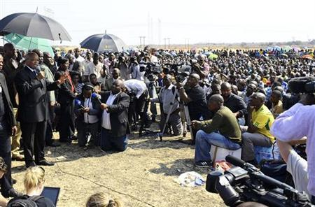 South Africa's President Jacob Zuma (L) addresses striking miners outside a South African mine in Rustenburg, 100 km (62 miles) northwest of Johannesburg August 22, 2012. REUTERS/Stringer