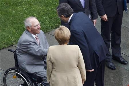 Greek Prime Minister Antonis Samaras (R) shakes hands with German Finance Minister Wolfgang Schaeuble (L) as Chancellor Angela Merkel looks on before talks at the Chancellery in Berlin, August 24, 2012. REUTERS/Thomas Peter