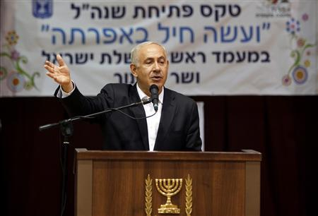 Israeli Prime Minister Benjamin Netanyahu gestures as he speaks to students on the first day of school in West Bank Jewish settlement of Efrat, near Bethlehem August 27, 2012. REUTERS/Gali Tibbon/Pool