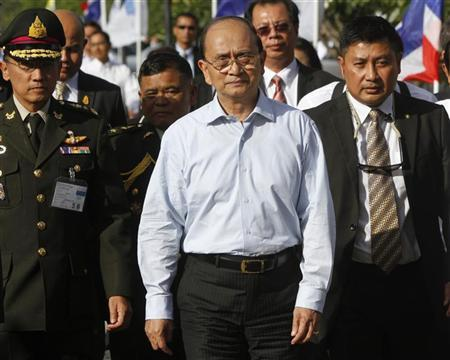 Myanmar's President Thein Sein (C) visits Laem Chabang port, in Chonburi province, east of Bangkok July 22, 2012. Thein Sein is on a three-day official visit to Thailand. REUTERS/Chaiwat Subprasom