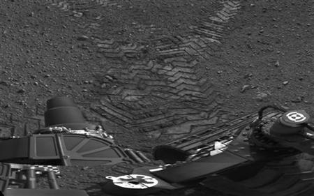 Handout image courtesy of NASA shows tracks left by the Curiosity rover on Mars August 22, 2012. REUTERS/NASA/JPL/Handout