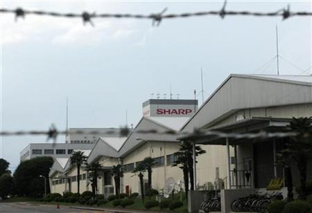 Sharp Corp's Yaita factory, where it assembles Aquos televisions and solar panels, is seen through a barbed wire fence in Yaita, north of Tokyo August 17, 2012. REUTERS/Reiji Murai