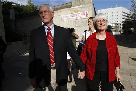 Craig (L) and Cindy, the parents of Rachel Corrie, arrive at Haifa district court before the verdict in a civil case August 28, 2012. REUTERS/Amir Cohen