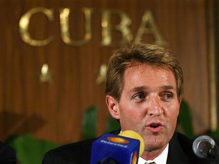 Republican U.S. congressman Jeff Flake addresses the media in a joint news conference with other U.S. legislators in Havana December 17, 2006. REUTERS/Claudia Daut