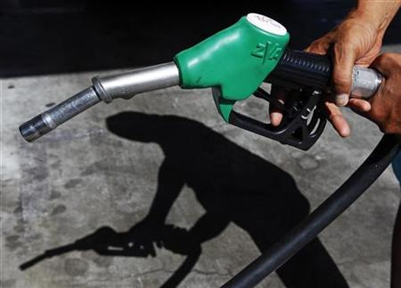 A customer uses a petrol nozzle to fill up his tank in a gas station in Nice August 27, 2012. REUTERS/Eric Gaillard