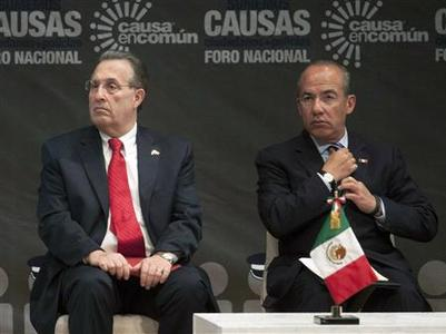 U.S. Ambassador to Mexico Earl Anthony Wayne (L) and Mexico's President Felipe Calderon sit together during an event in Mexico City August 28, 2012. REUTERS/Stringer
