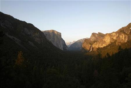 Yosemite Valley, with its landmarks El Capitan, Half Dome and Bridalveil Fall, is seen at sunset in Yosemite National Park in California April 19, 2008. REUTERS/Darrin Zammit Lupi
