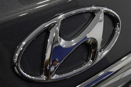The logo of Hyundai Motor is seen on a car displayed at a Hyundai dealership in Seoul July 26, 2012. REUTERS/Kim Hong-Ji