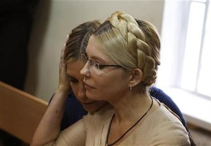 Ukrainian ex-prime minister Yulia Tymoshenko (R) and her daughter Yevhenia attend a session at the Pecherskiy district court in Kiev October 11, 2011. REUTERS/Gleb Garanich