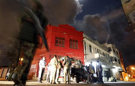 Policemen secure the scene of an explosion at the ''Lebanon'' area of the Kenyan coastal city of Mombasa, August 29, 2012. REUTERS/Thomas Mukoya