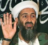 Foto de arquivo de maio de 1998, onde Osama Bin Laden é visto falando durante coletiva de imprensa, no Afeganistão. O Pentágono disse nesta quarta-feira que obteve uma cópia de um livro prestes a ser publicado por um ex-comandante da Marinha que participou do ataque que matou Osama bin Laden e está revisando a publicação. 26/05/1998 REUTERS/Stringer/Files