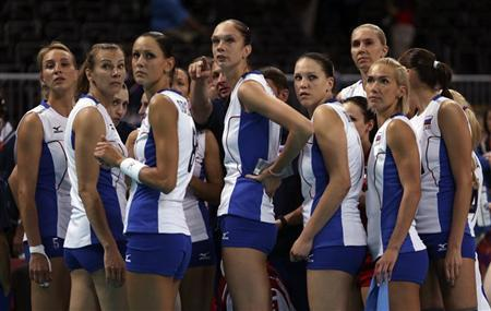 Russia's players huddle around their coach Sergei Ovchinnikov during their women's Group A volleyball match against Britain at the London 2012 Olympic Games at Earls Court in London July 28, 2012. REUTERS/Ivan Alvarado