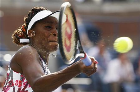Venus Williams of the U.S. hits a return to compatriot Bethanie Mattek-Sands during their women's singles match at the U.S. Open tennis tournament in New York August 28, 2012. REUTERS/Kevin Lamarque