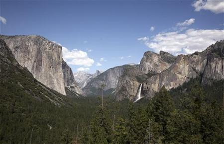 Water cascades from Bridalveil Fall from Tunnel View in Yosemite National Park, California May 17, 2009. REUTERS/Robert Galbraith