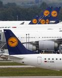 Lufthansa planes stand on the tarmac at Munich's international airport August 30, 2012. REUTERS/Michael Dalder (GERMANY - Tags: TRANSPORT BUSINESS EMPLOYMENT)