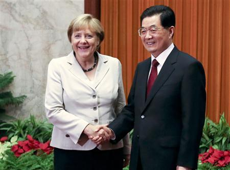 German Chancellor Angela Merkel (L) and China's President Hu Jintao shake hands before their meeting at the Great Hall of the People in Beijing August 30, 2012. REUTERS/Diego Azubel/Pool