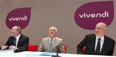 Jean-Francois Dubos (C), Chairman of Management Board and CEO of Vivendi, Philippe Capron (L), Chief Financial Officer of Vivendi, and Stephane Roussel, Chairman and CEO of SFR, attend a news conference to present Vivendi's half-year results in Paris August 30, 2012. REUTERS/Mal Langsdon