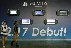 <p>Les ventes de la nouvelle console de jeu Vita de Sony sont globalement conformes aux attentes à quelques exceptions près, a déclaré jeudi le PDG du groupe nippon Kazuo Hirai. /Photo d'archives/REUTERS/Kim Kyung-Hoon</p>