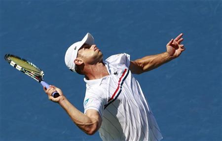 Andy Roddick of the U.S. serves to compatriot Rhyne Williams during their men's singles match at the U.S. Open tennis tournament in New York August 28, 2012. REUTERS/Kevin Lamarque