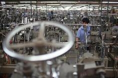 <p>La production industrielle a reculé de manière inattendue en juillet au Japon (-1,2% contre un consensus des économistes interrogés par Reuters de +1,7%) et l'activité manufacturière est retombée à son plus bas niveau depuis seize mois, laissant craindre une contraction de l'économie japonaise au troisième trimestre. /Photo prise le 28 mai 2012/REUTERS/Aly Song</p>