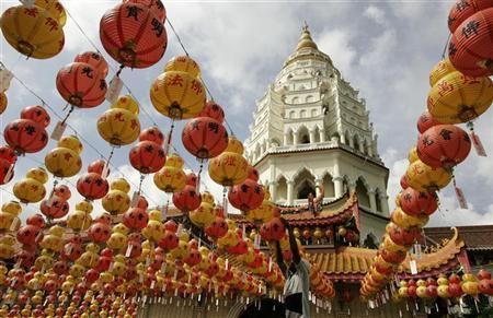 A worker prepares lanterns at a temple for the upcoming Chinese Lunar New Year celebrations in Malaysia's northern island of Penang Febuary 3, 2008. REUTERS/Zainal Abd Halim