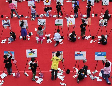 Children participate in a drawing contest to welcome the second Youth Olympic Games in Nanjing, Jiangsu province May 15, 2010. REUTERS/Sean Yong