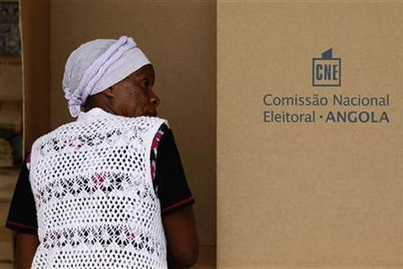 A woman casts her vote during parliamentary elections in the capital Luanda, August 31, 2012. REUTERS/Siphiwe Sibeko