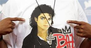"A crucifix is seen over the image of U.S. singer Michael Jackson on U.S. director Spike Lee's t-shirt as he poses during the photocall of the movie ""Bad 25"" at the 69th Venice Film Festival in Venice August 31, 2012. REUTERS/Max Rossi"