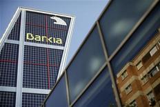 <p>Le fonds national d'aide au secteur bancaire espagnol a annoncé vendredi qu'il apporterait en urgence des liquidités à Bankia, juste après la publication par la banque d'une perte semestrielle de plus de quatre milliards d'euros. /Photo prise le 31 août 2012/REUTERS/Paul Hanna</p>