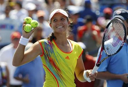 Laura Robson of Britain prepares to hit balls to fans after defeating Li Na of China during their women's singles match at the U.S. Open tennis tournament in New York August 31, 2012. REUTERS/Jessica Rinaldi