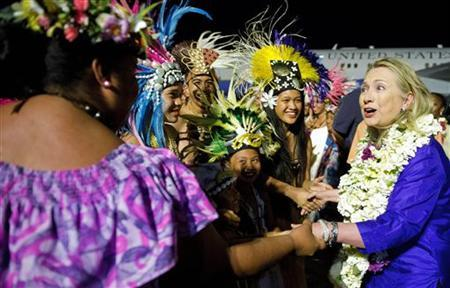 U.S. Secretary of State Hillary Clinton (R) participates in an arrival ceremony at Rarotonga International Airport in Rarotonga, August 30, 2012. REUTERS/Jim Watson/Pool
