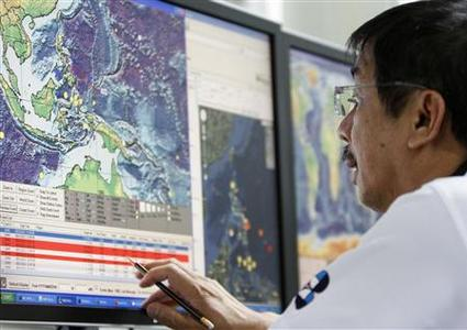 A science research specialist monitors computer data on the recorded earthquake at the Seismology agency office in Quezon City, Metro Manila August 31, 2012. REUTERS/Cheryl Ravelo