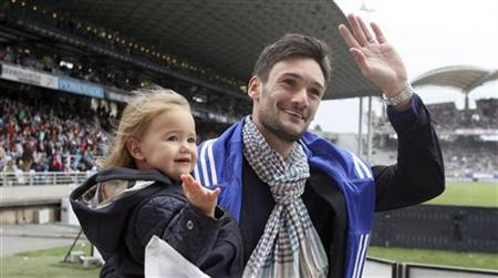 Olympique Lyon's goalkeeper Hugo Lloris waves as he leaves his club before the French Ligue 1 soccer match against Valenciennes at the Gerland stadium in Lyon September 1, 2012. REUTERS/Robert Pratta