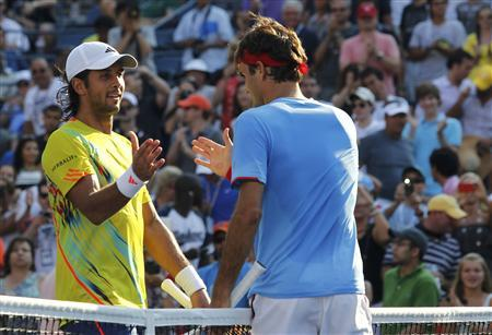 Fernando Verdasco of Spain congratulates Roger Federer (R) of Switzerland after their men's singles match at the U.S. Open tennis tournament in New York September 1, 2012. REUTERS/Jessica Rinaldi