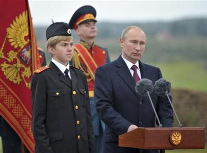 Russian President Valdimir Putin (R) makes a speech during an event to commemorate the 200th anniversary of the Battle of Borodino at the Borodino museum-reserve outside Moscow September 2, 2012. REUTERS/Alexsey Druginyn/Ria Novosti/Pool