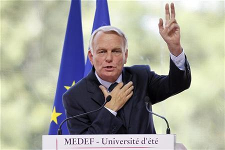 France's Prime Minister Jean-Marc Ayrault delivers his speech at the French employers' body MEDEF union summer forum on the campus of the HEC School of Management in Jouy-en-Josas, near Paris, August 29, 2012. REUTERS/Charles Platiau