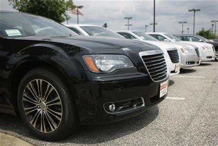 Chrysler 300 automobiles are seen on a new car lot in Silver Spring, Maryland, August 1, 2012. REUTERS/Gary Cameron