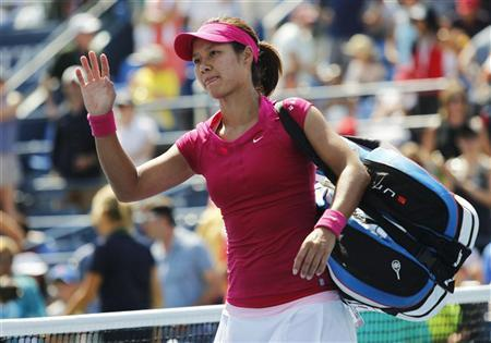 Li Na of China leaves the court after her loss to Laura Robson of Britain in their women's singles match at the U.S. Open tennis tournament in New York August 31, 2012. REUTERS/Jessica Rinaldi
