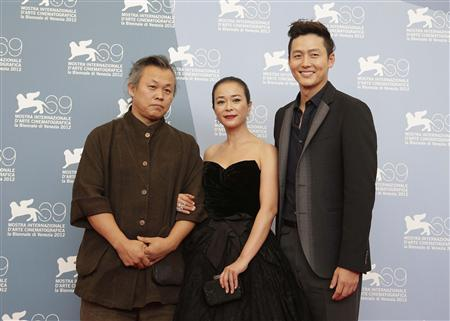 Director Kim Ki-duk (L) poses with actors Lee Jung-jin (R) and Jo Min-soo during the photocall of the movie ''Pieta'' at the 69th Venice Film Festival in Venice September 4, 2012. REUTERS/Tony Gentile