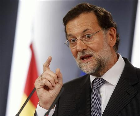 Spain's Prime Minister Mariano Rajoy gestures during a joint news conference with France's President Francois Hollande (not pictured) after their meeting at the Moncloa Palace in Madrid August 30, 2012. REUTERS/Juan Medina