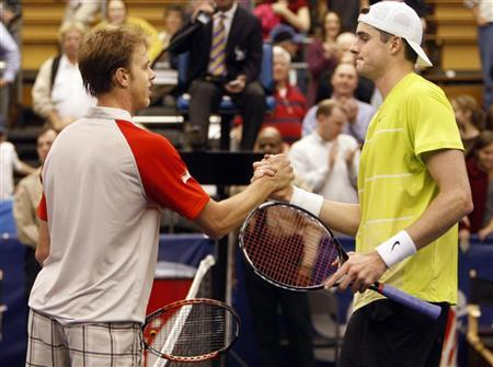 Sam Querrey of the U.S. (L) congratulates compatriot John Isner following the Memphis Open tennis tournament at the Racquet Club of Memphis in Memphis, Tennessee February 21, 2010. REUTERS/Nikki Boertman