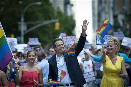 New York State Governor Andrew Cuomo (L) and his girlfriend Sandra Lee march in the Gay Pride Parade in New York, June 24, 2012. REUTERS/Keith Bedford