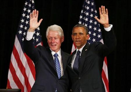 Former U.S. President Bill Clinton (L) and U.S. President Barack Obama wave at a fundraiser, at the Waldorf Astoria in New York June 4, 2012. REUTERS/Larry Downing