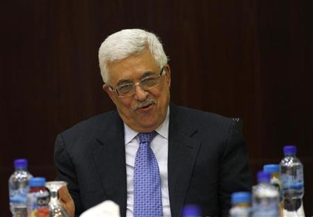 Palestinian President Mahmoud Abbas attends a Palestinian Liberation Organization (PLO) executive committee meeting in the West Bank city of Ramallah September 4, 2012. REUTERS/Mohamad Torokman