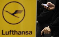 "A passenger uses his mobile phone while queuing at a Lufthansa check-in desk as members of German air carrier Lufthansa cabin crew union ""UFO"" attend a wage strike at the Berlin Tegel airport, September 4, 2012. REUTERS/Tobias Schwarz"