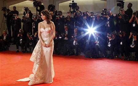 U.S. actress Selena Gomez poses on the red carpet for the movie ''Spring Breakers'' during the 69th Venice Film Festival in Venice September 5, 2012. REUTERS/Max Rossi