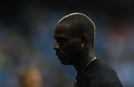 Manchester City's Mario Balotelli leaves the pitch following warm up before their English Premier League soccer match against Southampton at the Etihad Stadium, northern England, August 19, 2012. REUTERS/Phil Noble