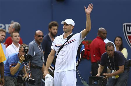 Andy Roddick of the U.S. acknowledges the crowd after his defeat to Juan Martin Del Potro of Argentina in their men's singles match at the U.S. Open tennis tournament in New York September 5, 2012. REUTERS/Adam Hunger